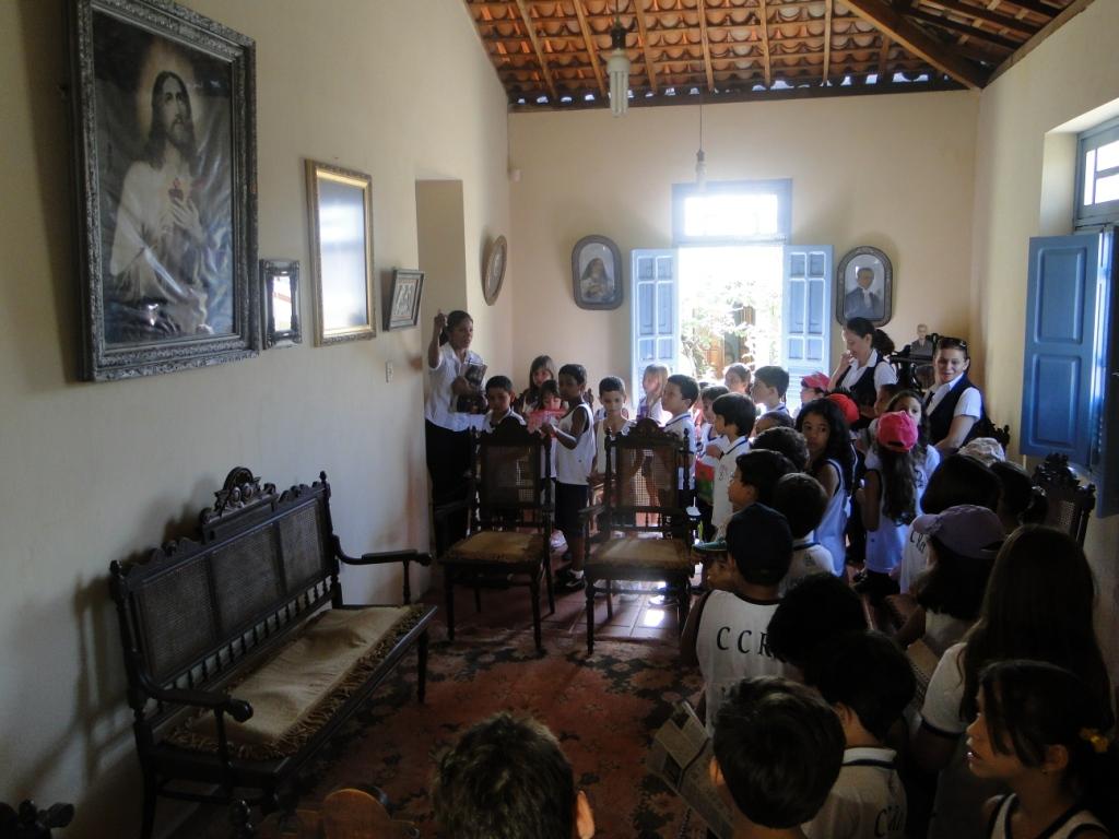 Alunos do Colégio Cristo Rei Visitam a Casa Museu da FUNES