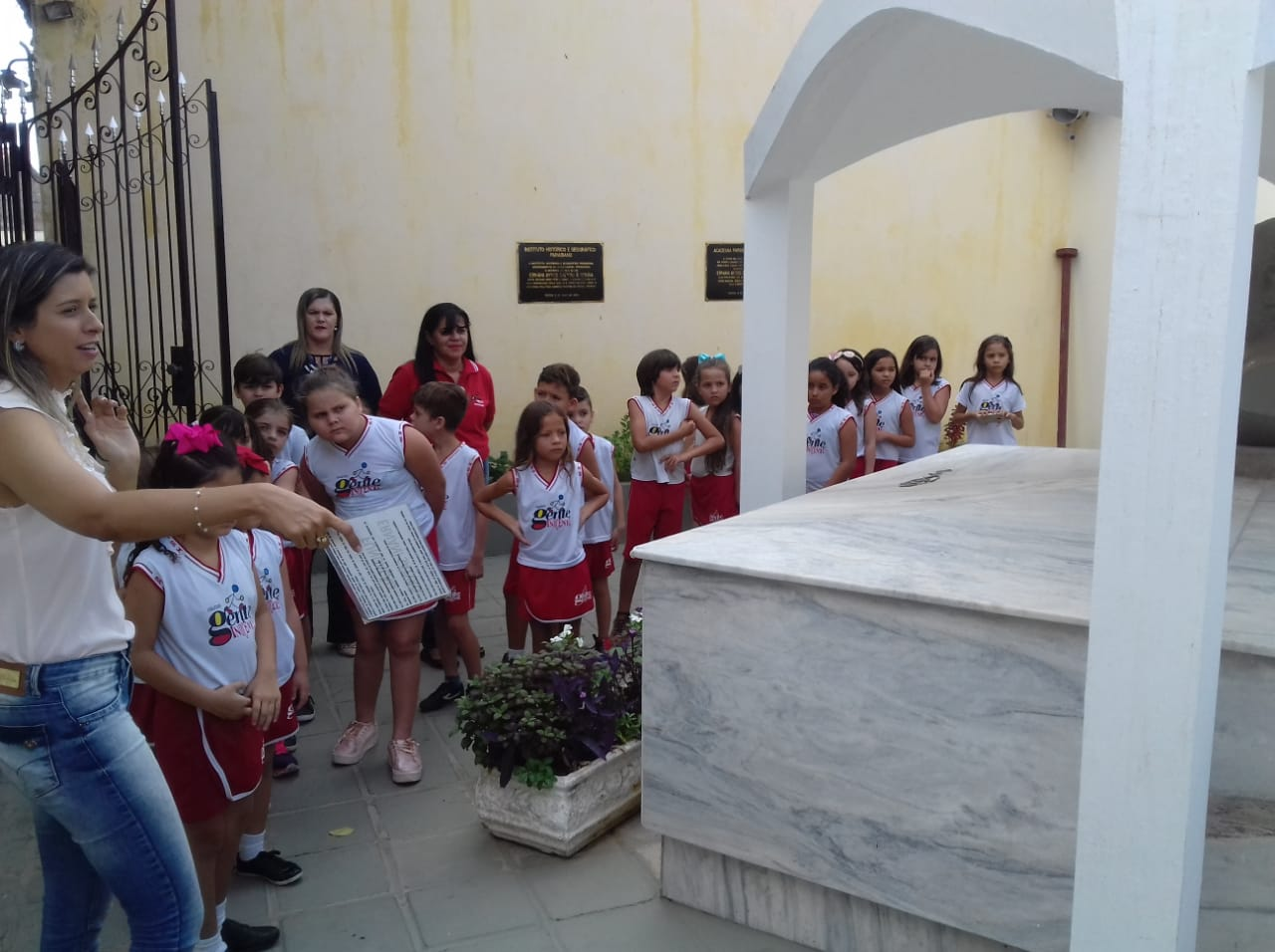 Visita Guiada da Escola Gente Inocente em 01 de Novembro de 2018.